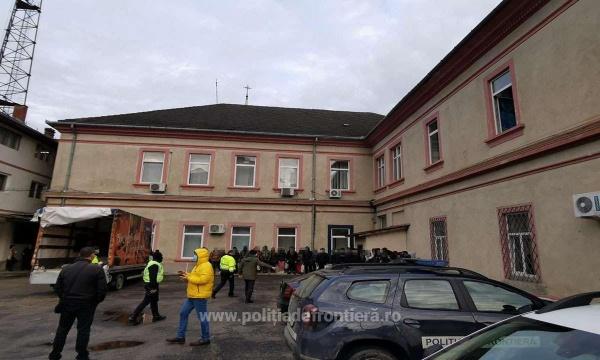 Poliţiştii de frontieră sătmăreni au oprit 38 de migranți din drumul spre Schengen. VIDEO