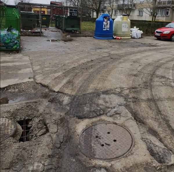 Pericol public la intrarea într-una din parcările cartierului Mihai Viteazul Carei
