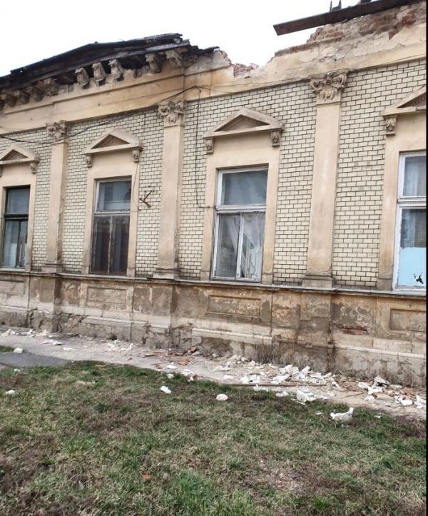 Consiliul Județean lasă pradă uitării o clădire din Carei aflată în proprietatea sa