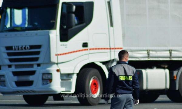 Cozi de camioane  în vămile spre Ungaria deoarece autorităţile maghiare vor verificări suplimentare