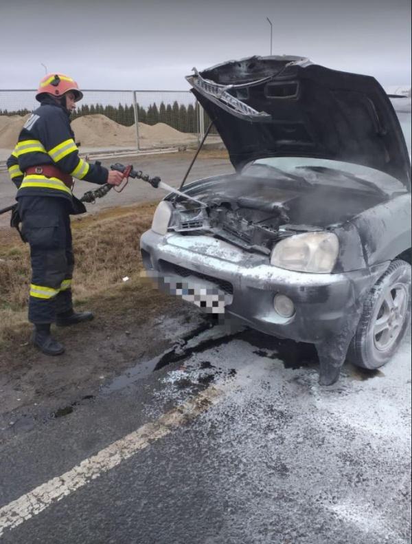 Incendiu la o mașină la ieșirea din Carei