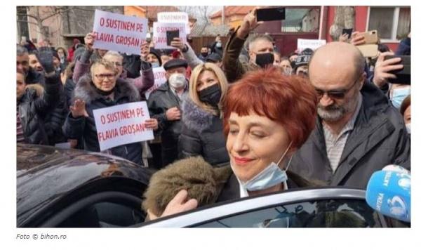 Medicul Flavia Groșan a ieșit cu masca jos de la audierile Colegiului Medicilor Bihor
