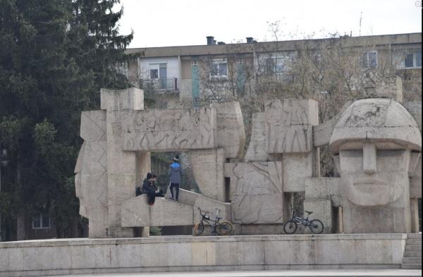 Școala online și Monumentul Ostașului Român din Carei