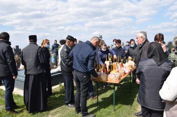 """""""Sâmbăta lui Lazăr"""" la cimitirul din Marna  Nouă. VIDEO"""