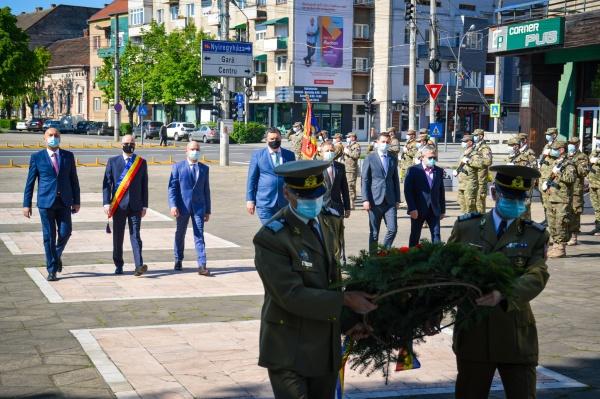 La Satu Mare s-a marcat Ziua obținerii Independenței de stat cu serviciu religios și ceremonial militar. Nu și la Carei