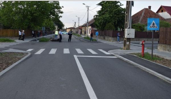 Accident la Carei. Doi tineri motocicliști au ajuns la spital după o coliziune cu un autoturim în intersecție fără indicatoare