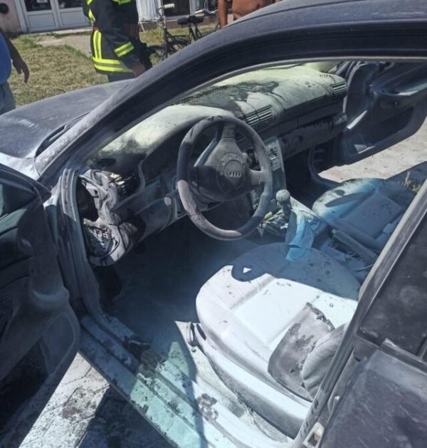 Pompierii careieni au stins un incendiu izbucnit la un autoturism