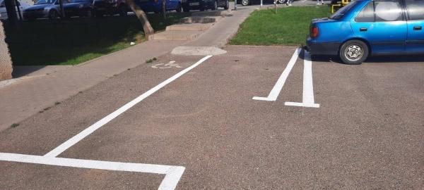 Careienii reacționează după marcarea locurilor de parcare