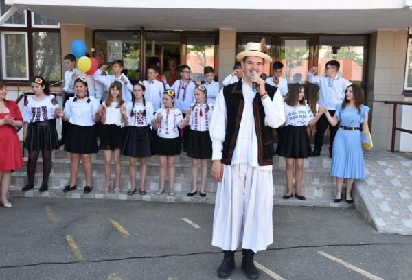 """Lansarea la Satu Mare a revistei școlare """"Tradiții și obiceiuri la români"""""""