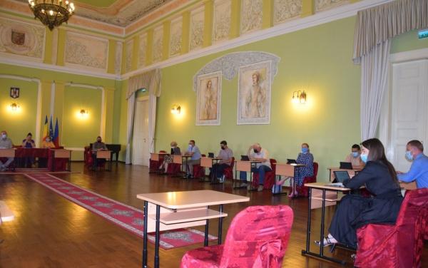 Ședință extraordinară la Primăria Carei în Sala Festivă de unde sunt excluse personalitățile românești