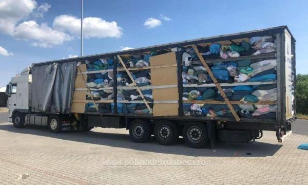 Granița de nord-vest asediată cu sute de tone de deșuri textile și haine second hand