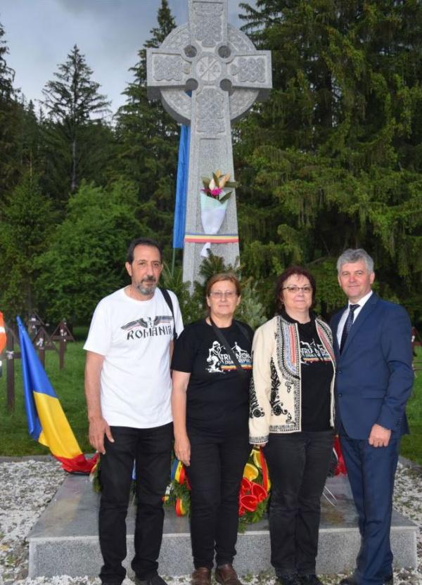 Delegație  ASTRA Carei la Cimitirul Internațional Valea Uzului de Ziua Eroilor. VIDEO