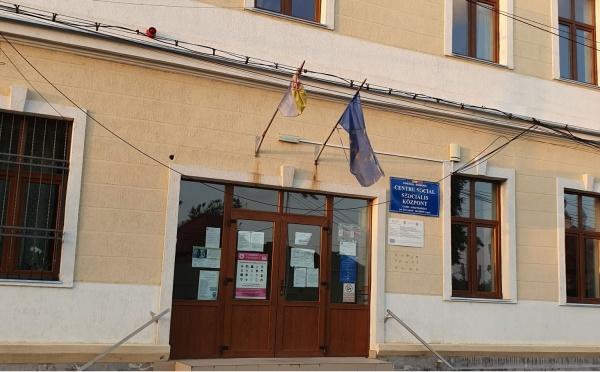 Conducerea exclusiv UDMR a municipiului Carei refuză înlocuirea unui drapel național degradat