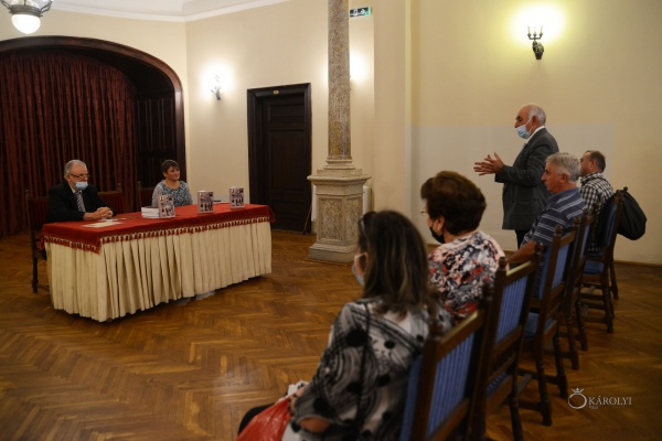 """A fost lansat volumul """"Lovituri de stat care au zguduit România în secolul XX"""", autor prof. Bertiean Mihai Gavril"""
