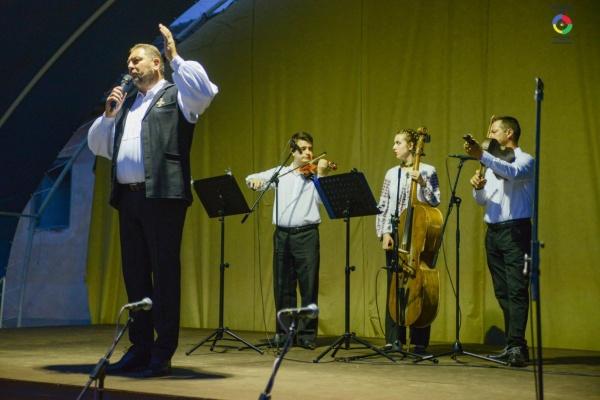 Ziua Folclorului românesc a adus multă voie bună cu Marius Ciprian Pop și formațiile locale