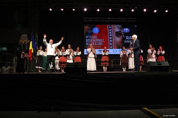 """Ansamblul Folcloric """"DORURI SĂTMĂRENE"""" a reprezentat România în Italia"""
