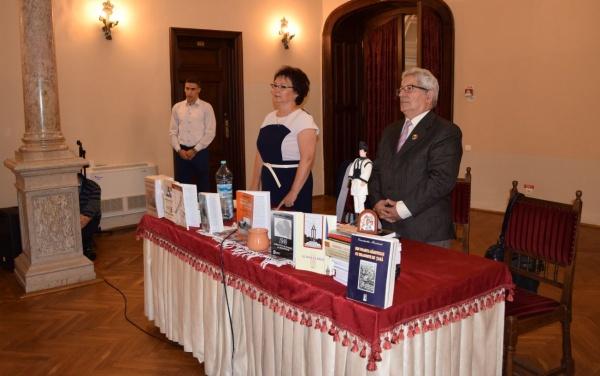 """La castelul din Carei a avut loc lansarea de carte """"Pași pe caldarâm – De la Pace la Diktat (1815-Viena-1940)"""", autor Col. (r) Dr. Constantin Moșincat"""