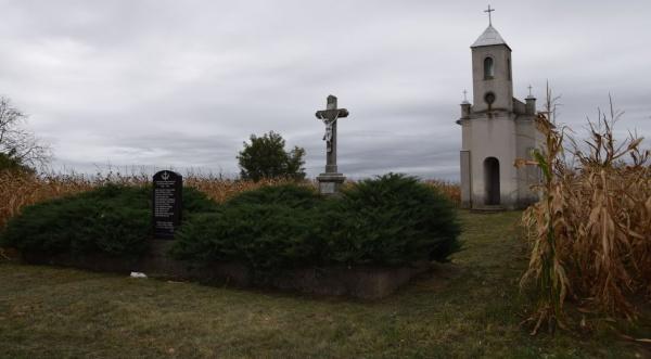 Mormântul comun al eroilor din cimitirul Ciumești