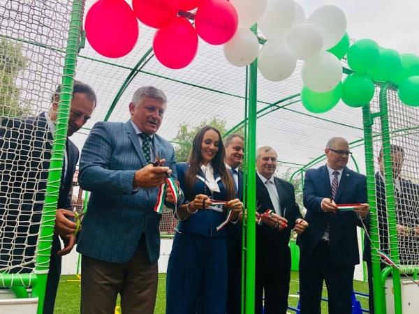Inaugurare în România de terenuri de sport  pentru preșcolari doar cu tăiere de panglică cu tricolor maghiar