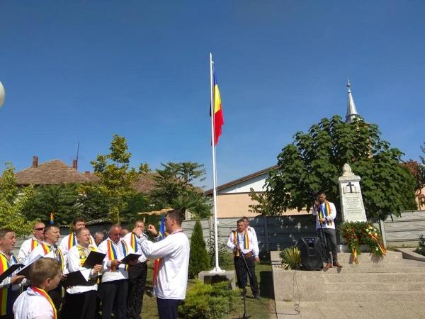Catarg cu drapelul României ridicat la Sanislău