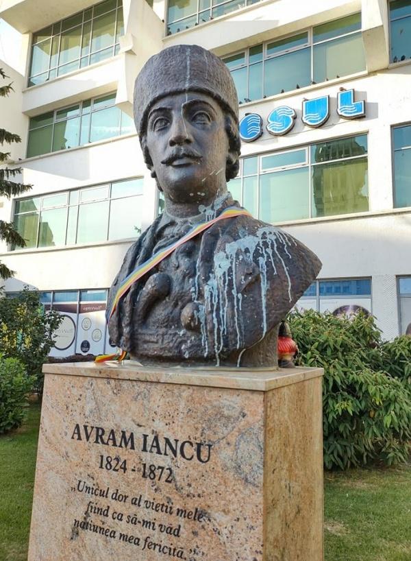 Vandalizare bust Avram Iancu la Satu Mare