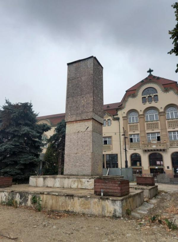MIHAI EMINESCU închis de 5 ani la Oradea între pereți de scânduri