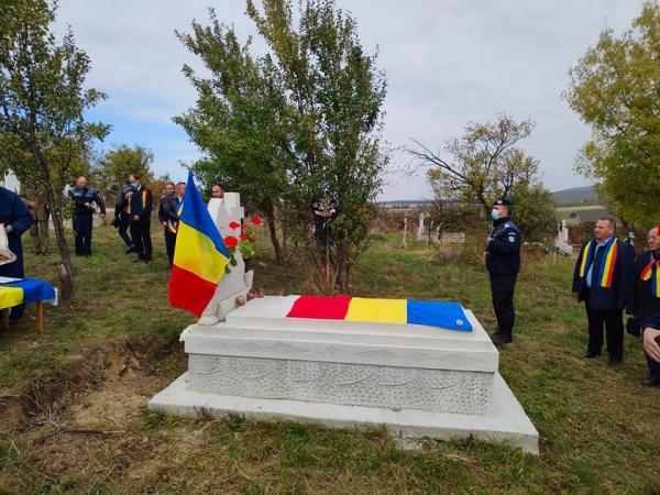 Cinstirea eroului vâlcean înmormântat la Cuța