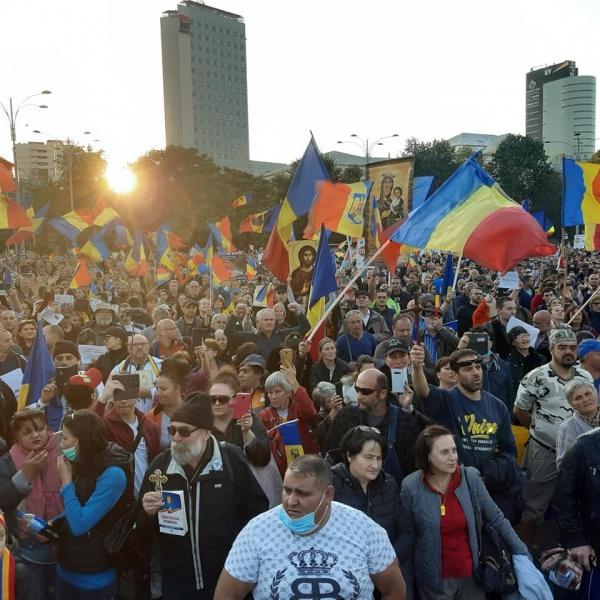 Zeci de  mii de oameni au protestat la București. Revendicările principale