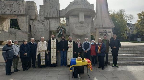Slujbă de pomenire organizată de veteranii de război din Bihor la Monumentul Ostașului Român din Carei
